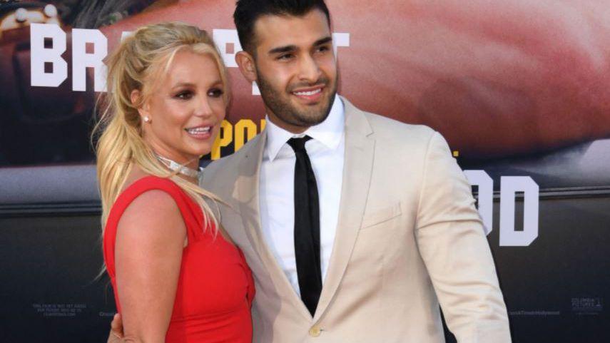 Britney junto a su novio, posando para las cámaras en un evento en julio de 2009 (Foto: Valerie Macon/ AFP).